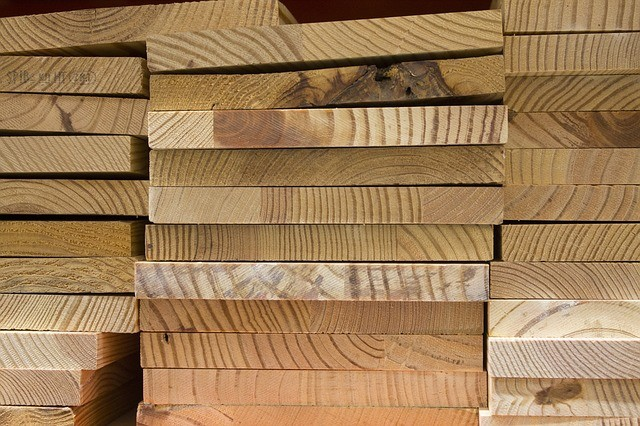 jak zabezpieczyć drewno przed kornikami